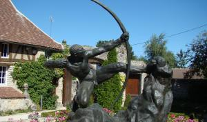 Sculpture en bronze d'Heraklès Archer 1909