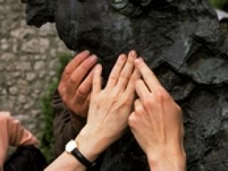 Découverte tactile des sculpture de Bourdelle.